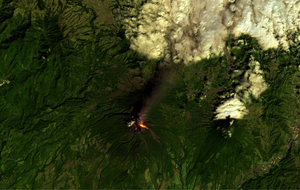 Volcán de Fuego from Sentinel-2A using SNAP